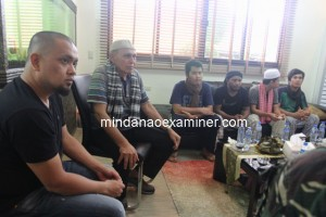 A former Indonesian army general Kivlan Zein and Tarhata Misuari, wife of MNLF chairman Nur Misuari, with freed Indonesian sailors – Mochammad Ariyanto Mijnan, Lorens Peter, Dede Irfan Hilmi and Samsir - at the house of Sulu Gov. Totoh Tan. (Mindanao Examiner Photo)