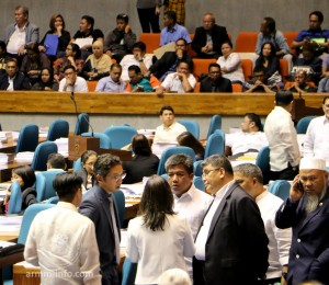 Congressmen confer with ARMM Regional Governor Mujiv Hataman during a one-minute suspension of interpellations in the plenary hearing on September 28, 2016. The regional budget amounting to P40.573 billion passed by legislators last night is the biggest in the ARMM's history. (ARMM Bureau of Public Information)