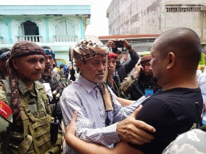 Moro National Liberation Front chieftain Nur Misuari hands over 3 Indonesian sailors freed by the Abu Sayyaf to Sulu Governor Toto Tan, chairman of the provincial crisis management committee and provincial disaster risk reduction management office on Sunday, October 2, 2016 in these photos on the Facebook account of the respected and influential politician. (Mindanao Examiner)